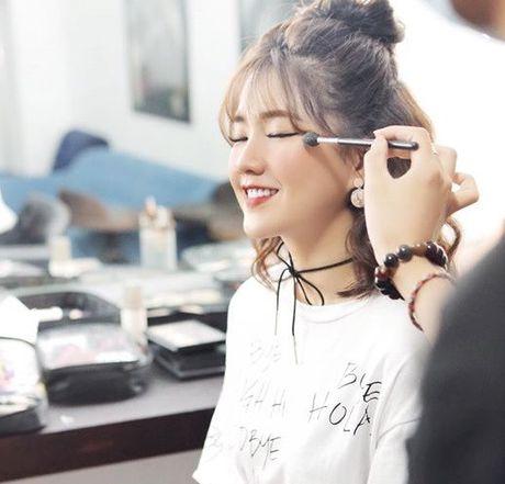 Hot girl Kieu Trinh bat ngo khoe Son Tung M-TP la 'ban trai moi' - Anh 3