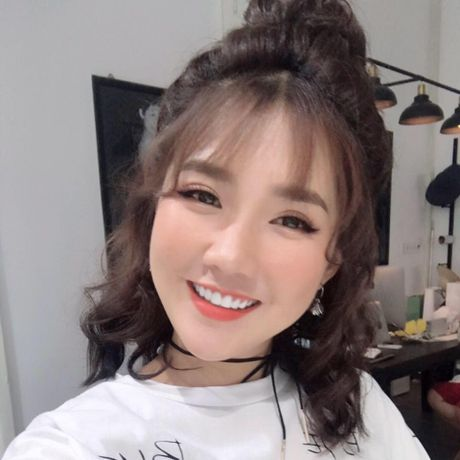 Hot girl Kieu Trinh bat ngo khoe Son Tung M-TP la 'ban trai moi' - Anh 4