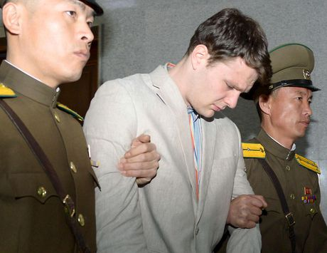 Sinh vien My Otto Warmbier da chet sau khi tro ve tu Trieu Tien - Anh 2