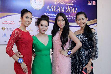Nu hoang Kim Chi voi nghe thuat thuyet trinh thu hut tai Hoa hau Asean 2017 - Anh 5