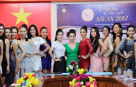 Nu hoang Kim Chi voi nghe thuat thuyet trinh thu hut tai Hoa hau Asean 2017 - Anh 6