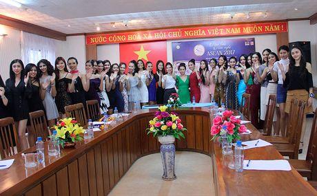 Nu hoang Kim Chi voi nghe thuat thuyet trinh thu hut tai Hoa hau Asean 2017 - Anh 7