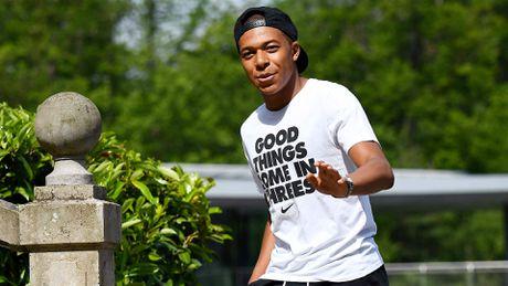 Chuyen nhuong 20/6: MU vo mong mua Ronaldo, Arsenal nham sao Barca - Anh 4