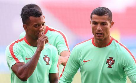 Chu tich Real thua nhan Ronaldo 'co nhung hanh vi rat la' - Anh 7