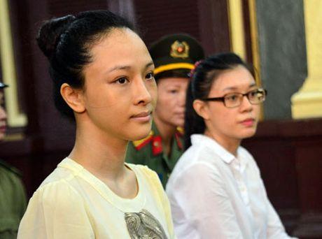 Hoa hau Phuong Nga bat ngo tu choi luat su bao chua - Anh 1