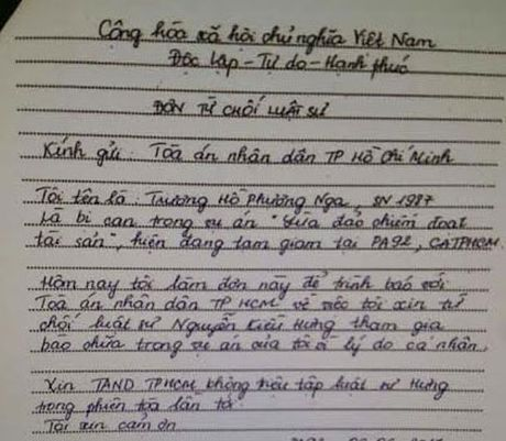 Hoa hau Phuong Nga bat ngo tu choi luat su bao chua - Anh 2
