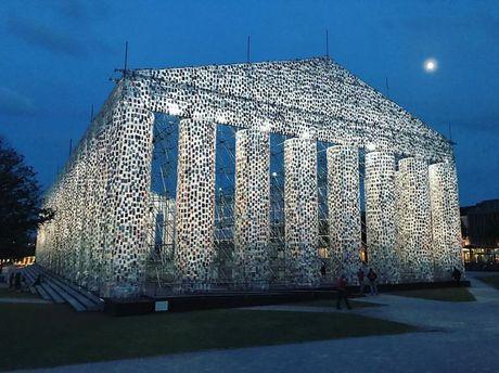 Ngo ngang den Parthenon 'xay' bang sach cam to bang nguyen ban - Anh 4