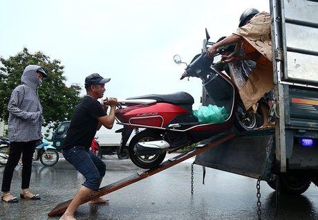 Dan hot bac nho cuu xe ngap nuoc tren Dai lo Thang Long - Anh 7