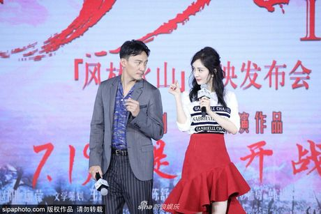 """Ngoi sao 24/7: It ai biet Tinh Nhi """"Hoan Chau cach cach"""" tung bi chong con coi thuong - Anh 5"""