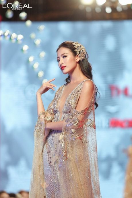 Can canh top 8 The Face dep ngat ngay trong thu thach catwalk tren ban tiec - Anh 3