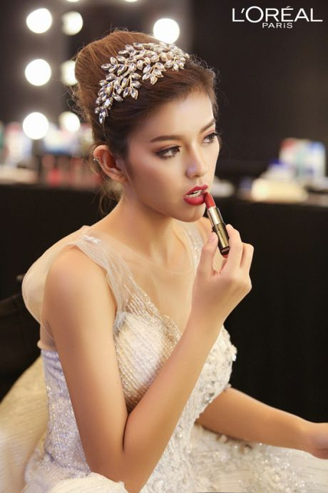 Can canh top 8 The Face dep ngat ngay trong thu thach catwalk tren ban tiec - Anh 11