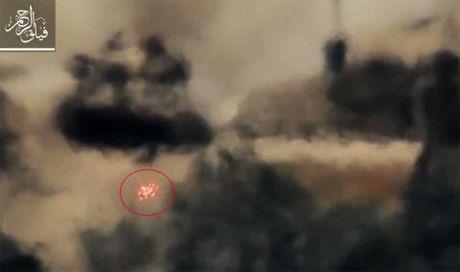 Linh Syria lai T-72 dam xuong song vi so TOW - Anh 1