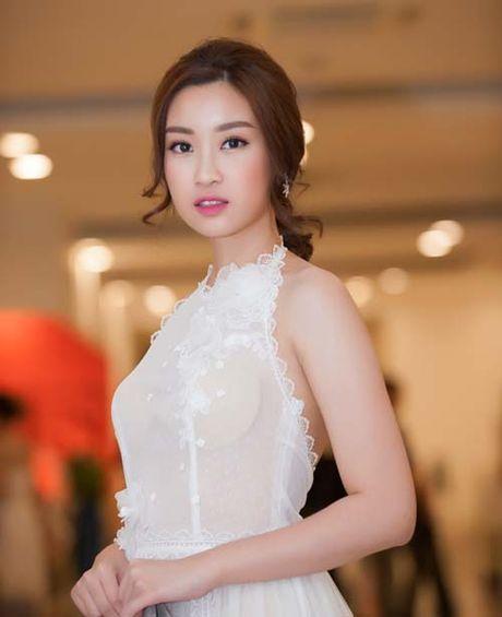 Hoa hau Do My Linh khien dan mang that vong vi mac loi trang phuc - Anh 3