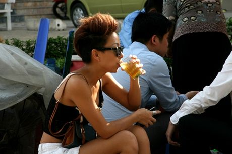 Kiem tien ty, Hoai Linh va nhung sao Viet nay van nghien tra da via he - Anh 4