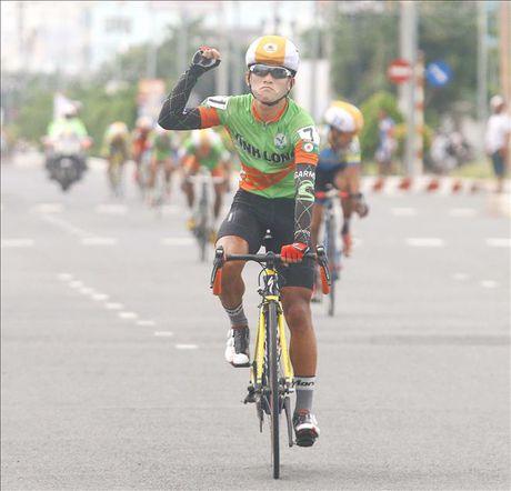 Giai Xe dap Dong bang song Cuu Long lan thu 26 nam 2017: Vinh Long dang cai voi duong dua dai 907km - Anh 1