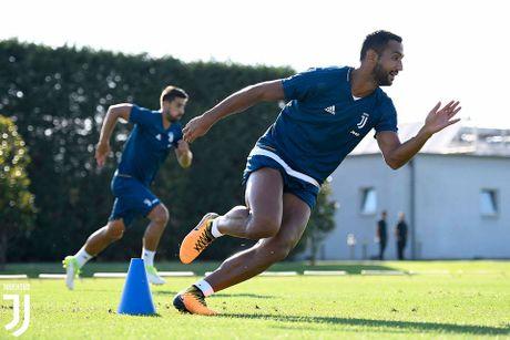 Douglas Costa day uu tu trong buoi tap dau tien tai Juventus - Anh 8