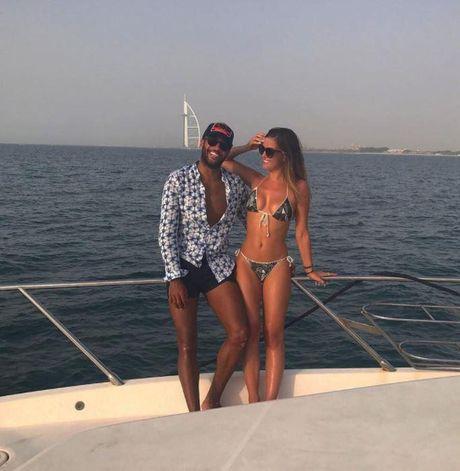 Sao Southampton du hi cung ban gai boc lua tai Dubai - Anh 3