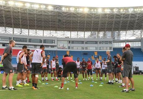 Thuong Hai nong ky luc, sao Arsenal 'tiep nuoc' lien tuc - Anh 1