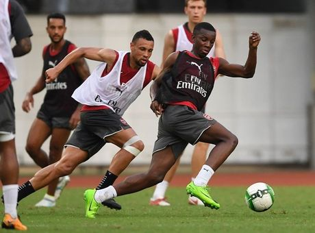 Thuong Hai nong ky luc, sao Arsenal 'tiep nuoc' lien tuc - Anh 5