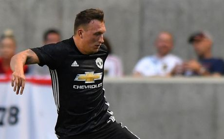 5 diem nhan Real Salt Lake 1-2 Man Utd: 'Ho den' Phil Jones - Anh 1