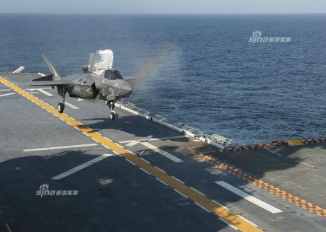 Tau do bo My mang F-35B huong ve ban dao Trieu Tien - Anh 3