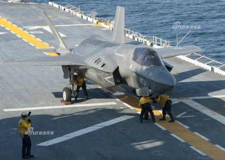 Tau do bo My mang F-35B huong ve ban dao Trieu Tien - Anh 4