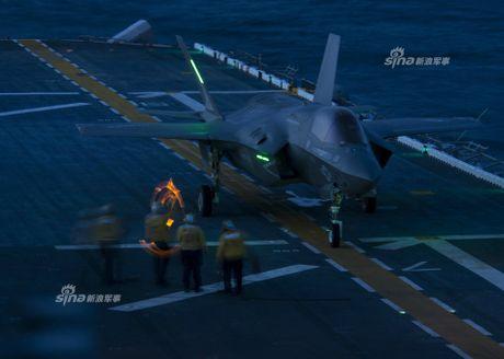 Tau do bo My mang F-35B huong ve ban dao Trieu Tien - Anh 6