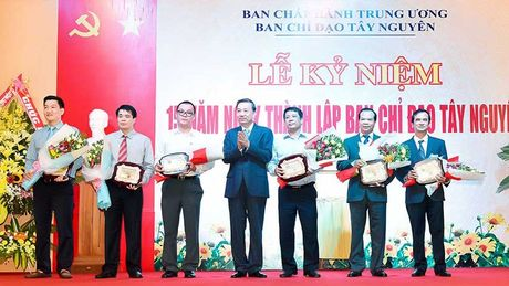 Ban Chi dao Tay Nguyen don nhan Huan chuong Lao dong hang nhat - Anh 1
