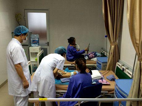 Phong kham khien hang loat be trai bi sui mao ga o Hung Yen khong co giay phep kinh doanh - Anh 1
