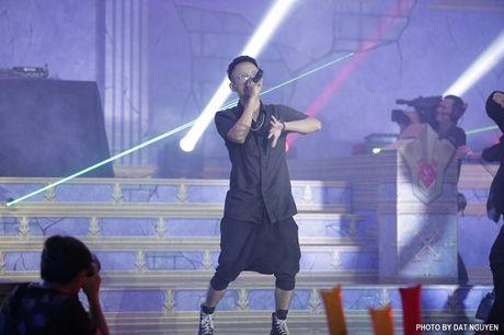 Soobin Hoang Son ket hop cung Touliver lam bung no san khau voi hit moi - Anh 5
