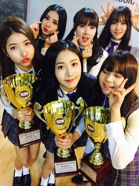 4 girl group vua ra mat da lien tuc gianh cup - Anh 9