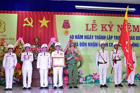 Truong Giao duong so 3 vinh du don nhan Huan chuong Lao dong hang Ba - Anh 1