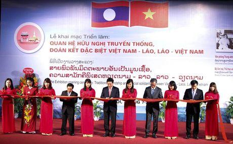 Trung bay 400 tai lieu, hien vat ve quan he huu nghi Viet Nam – Lao - Anh 1