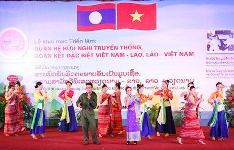 Trung bay 400 tai lieu, hien vat ve quan he huu nghi Viet Nam – Lao - Anh 3