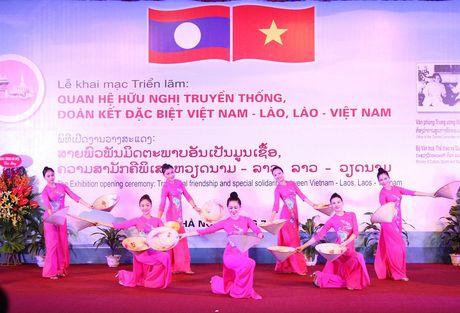 Trung bay 400 tai lieu, hien vat ve quan he huu nghi Viet Nam – Lao - Anh 4