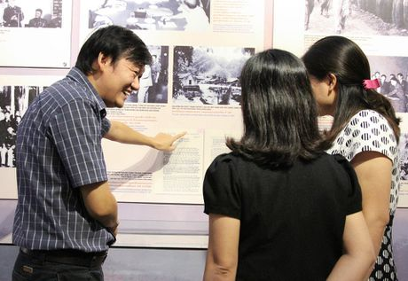 Trung bay 400 tai lieu, hien vat ve quan he huu nghi Viet Nam – Lao - Anh 6