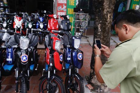 Luc luong quan ly thi truong tich thu hang loat xe dap dien gia, nhai HKbike - Anh 1