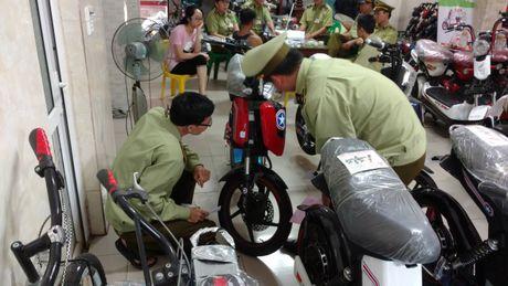Luc luong quan ly thi truong tich thu hang loat xe dap dien gia, nhai HKbike - Anh 2