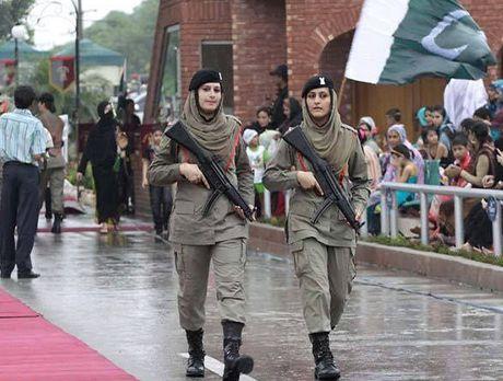 Ve dep cuon hut say long nguoi cua nu binh si Pakistan - Anh 5