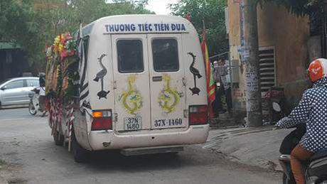 Tiec thuong tien dua can bo so GTVT tu vong tren duong lam nhiem vu sau bao so 2 - Anh 5