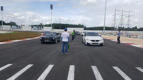Mustang Eleanor doc nhat Viet Nam so kha nang tang toc cung BMW M3 - Anh 1