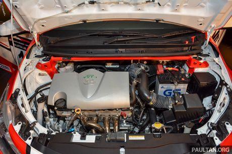Ngam sedan gia dinh Toyota Vios hoa than thanh xe dua - Anh 9