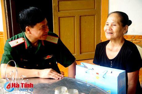Bo Tu lenh Quan khu 4 tang qua doi tuong chinh sach Ha Tinh - Anh 2
