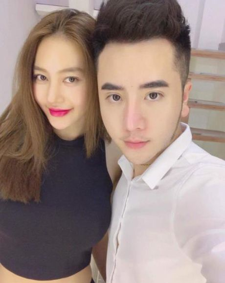 Sau thoi gian lang mat tam, Linh Chi gay soc voi khuon mat khac la - Anh 1