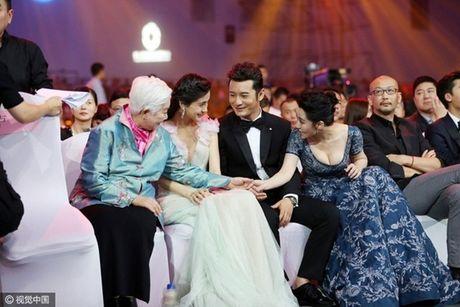Xinh dep la the, Angela Baby van bi 'dim toi ta' khi dung canh nhung my nhan nay - Anh 10