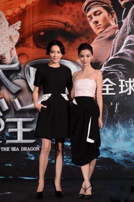 Xinh dep la the, Angela Baby van bi 'dim toi ta' khi dung canh nhung my nhan nay - Anh 4