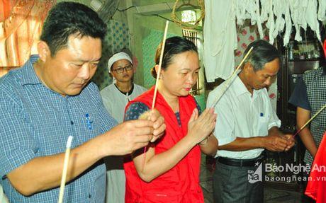 Hoi Chu thap do Nghe An: Trao qua ho tro gia dinh bi nan trong bao so 2 - Anh 2