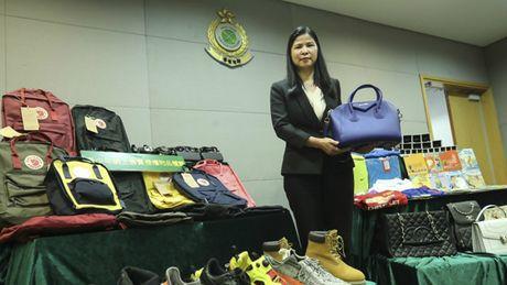 Hong Kong bat nhieu nguoi tre ban hang gia tren mang - Anh 1