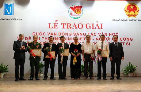 Hon 40 tac pham van hoc de tai Thuong binh liet si va nguoi co cong duoc trao giai - Anh 2