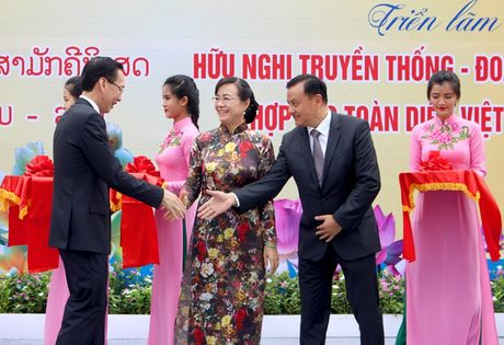 TP.HCM trien lam anh tinh doan ket Viet - Lao - Anh 2